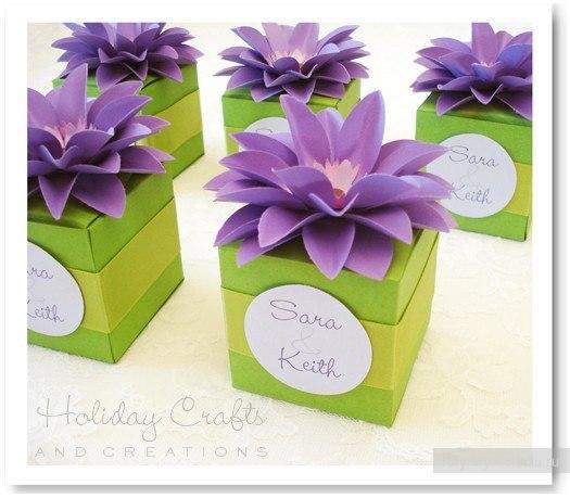 Идея для украшения подарка бумажным цветком