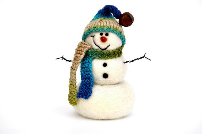 Мокрое валяние из шерсти - игрушки снеговики