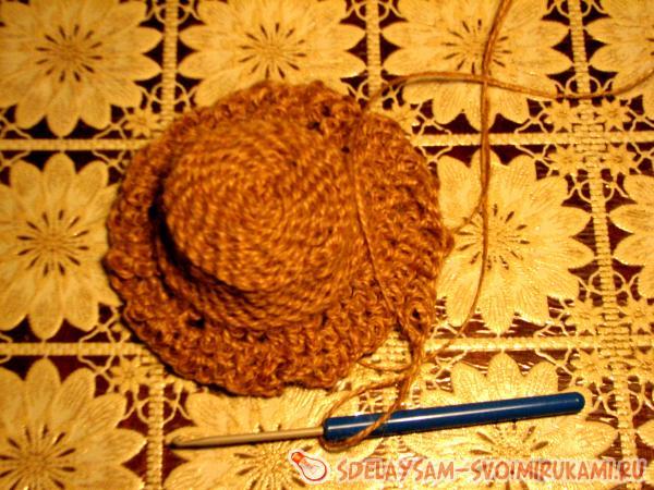 Шляпа для домовенка из мешковины