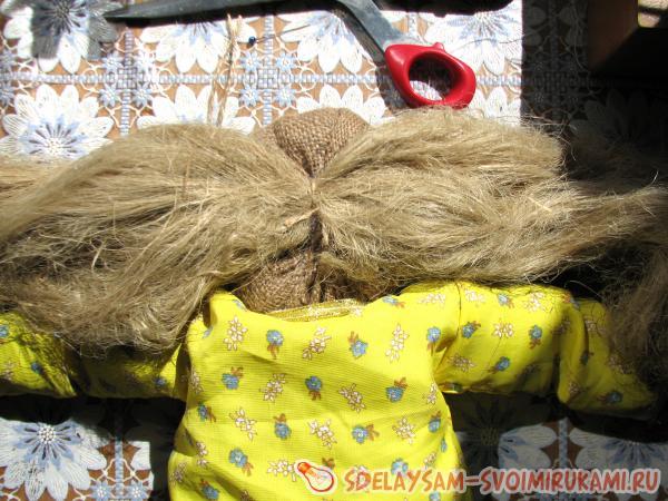 Если что домовой волосы делать путает