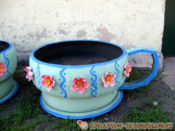 Чашки и чайник из покрышек