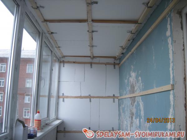 Утепление балкона с последующей отделкой пвх-панелями.
